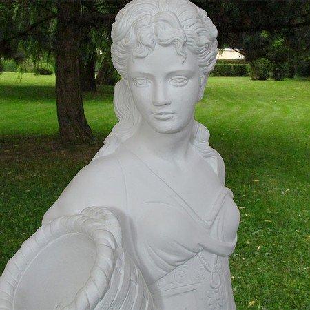 Blumenmädchen, Statue mit Pflanzgefäß